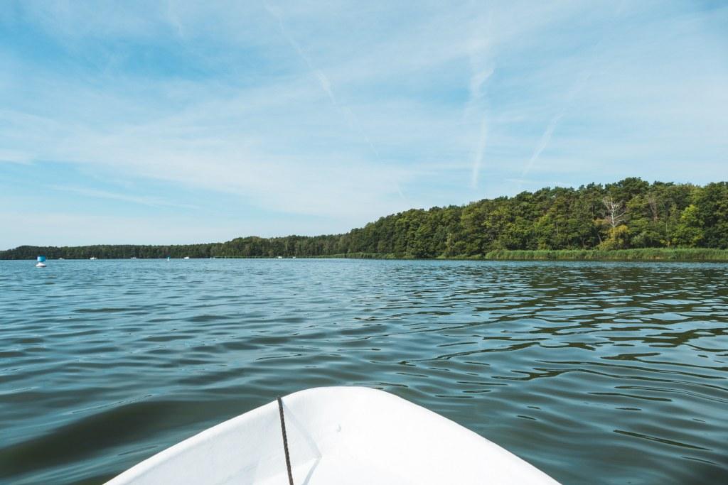 Mit dem Boot auf dem Krossinsee