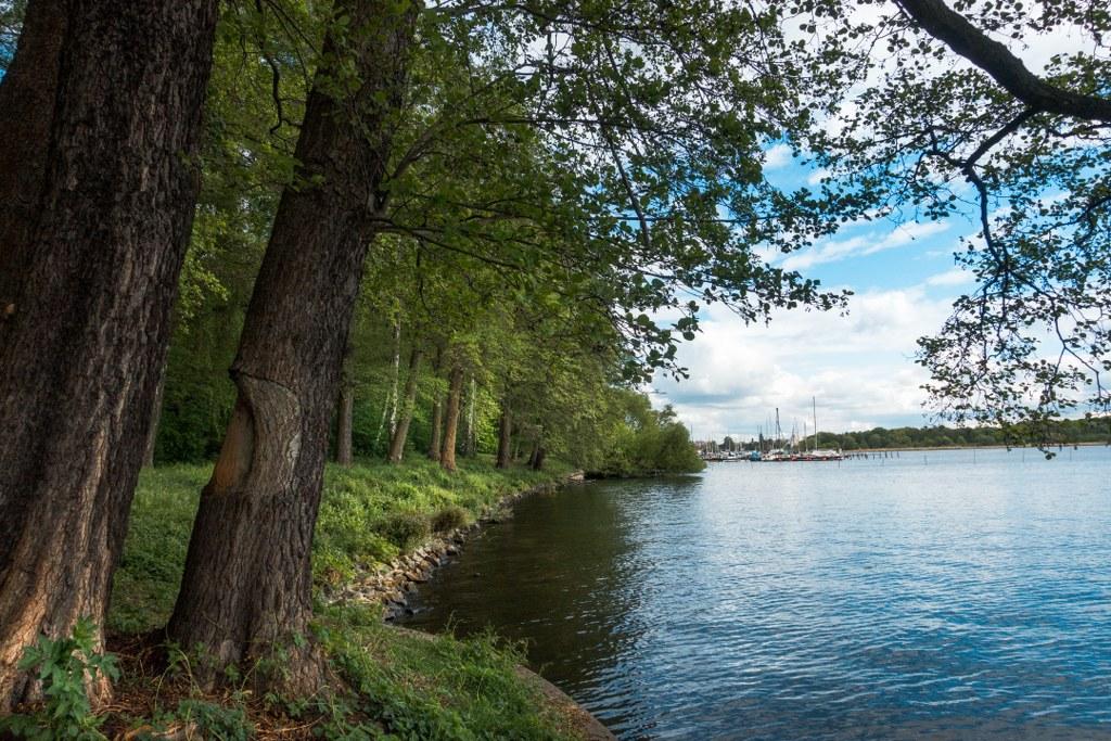 Dr. Kleusberg Promenade - Am Ufer