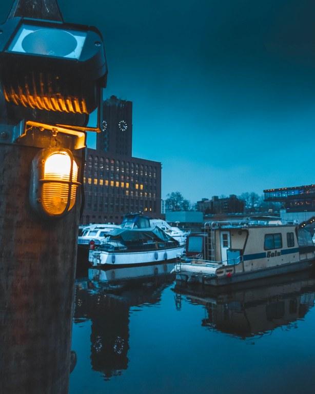 Tempelhofer Hafen am Abend