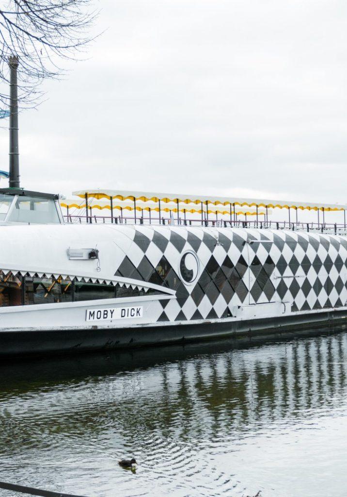 Die MS Moby Dick im Winter