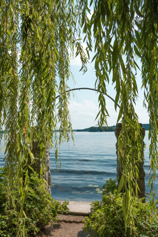 Torbogen und Blick auf die Havel
