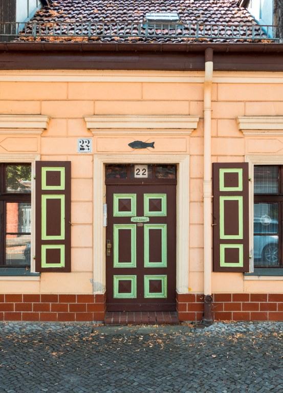 Wohnhaus mit Holzfisch im Kietz